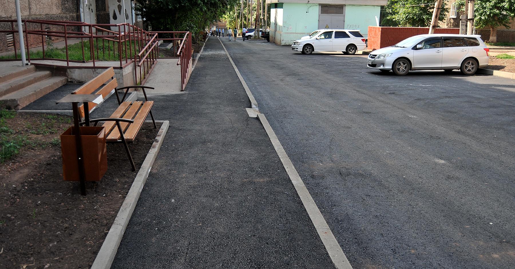 Комиссия приняла работы по благоустройству двора по адресу переулок Новый, 10,12,1