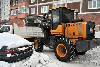 Управляющие компании Братска просят жильцов убирать свои автомобили во время уборки снега во дворе
