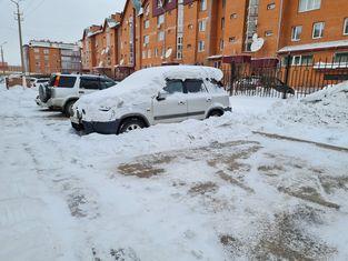 Управляющая компания Потенциал просит жильцов убирать свои автомобили во время уборки снега во дворах.